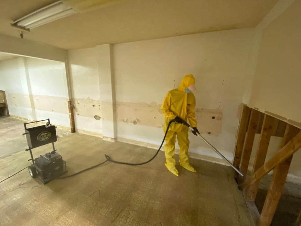 best water damage restoration expert at work | DryCare Restoration Water Fire Mold Damage Crime Scene Cleanup, Los Angeles Ventura Orange County